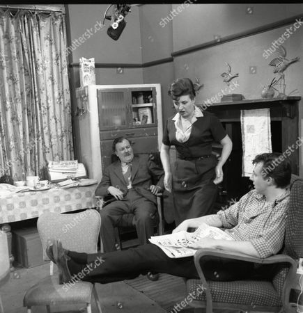 Robin Wentworth (as Arthur Dewhurst), Pat Phoenix (as Elsie Tanner) and Philip Lowrie (as Dennis Tanner)