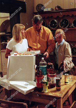 Stock Photo of Ep 2256 Tuesday 16th September 1997 Tony, Becky and Emma return home from their holidays to a scene of devastation after Will's impromptu party. But their wayward son is nowhere to be seen - With Anthony Cairns, as played by Edward Peel ; Rebecca Cairns, as played by Sarah Neville ; Emma Cairns, as played by Rebecca Loudonsack.