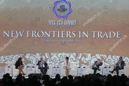 Peru's President Pedro Pablo Kuczynski (2-L), Hong Kong Chief Executive Carrie Lam (C), President and CEO of Freeport-McMoRan Copper and Gold Inc. Richard C. Adkerson (2-R) and Chief Executive Officer and President of Fedex Express David Cunningham (R) attend a dialogue on the second day of the APEC CEO Summit ahead of the Asia-Pacific Economic Cooperation (APEC) leaders summit in Danang, Vietnam, 09 November 2017. The APEC Vietnam 2017 summit bring together world leaders from 21 member nations. It is Vietnam's second time hosting the APEC summit, the first was in 2006.