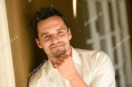 Actor Jake Johnson poses for a portrait at the Four Seasons Hotel in Los Angeles. â?oeNew Girlâ?? star Johnson evolves with indie director Joe Swanberg on their second feature together, â?oeDigging for Fire.â?? The movie releases in U.S. theaters on Friday, Aug. 21, 2015