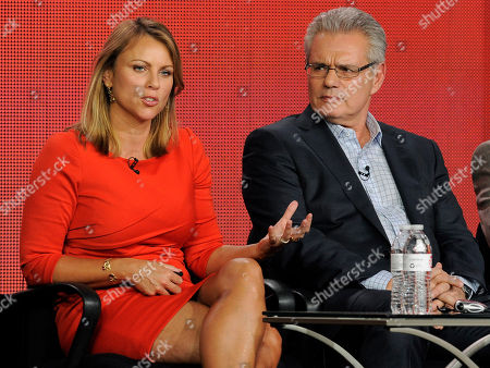 "Lara Logan, left, and Armen Keteyian, correspondents on the program ""60 Minutes of Sports,"" take part in a panel discussion at the Showtime Winter TCA Tour at the Langham Huntington Hotel, in Pasadena, Calif"