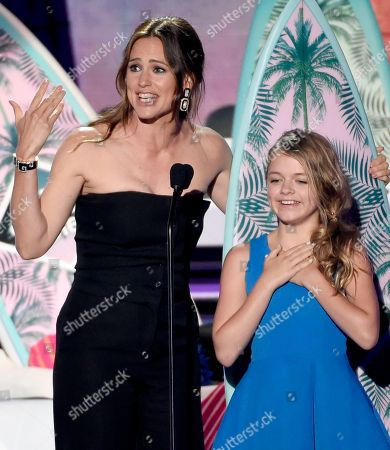 Jennifer Garner, left, and Kylie Rogers accept the award for choice movie: drama for Miracles from Heaven at the Teen Choice Awards at the Forum, in Inglewood, Calif
