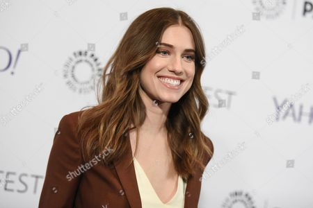 """Allison Williams arrives at the 32nd Annual Paleyfest: """"Girls,"""" held at The Dolby Theatre in Los Angeles. Williams and CollegeHumor co-founder Ricky Van Veen were wed at a private Wyoming ranch ceremony, on Saturday, Sept. 19, 2015. The Girls star and daughter of NBC's Brian Williams posted a picture of herself and Van Veen from the wedding on Instagram. She noted that her gown was by Oscar de la Renta"""