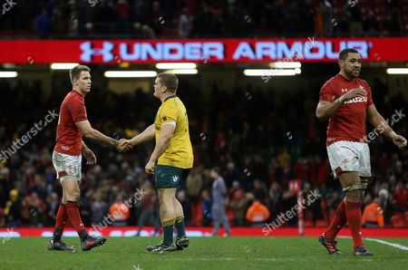Liam Williams of Wales shakes Tom Robertson of Australia hand at full time.