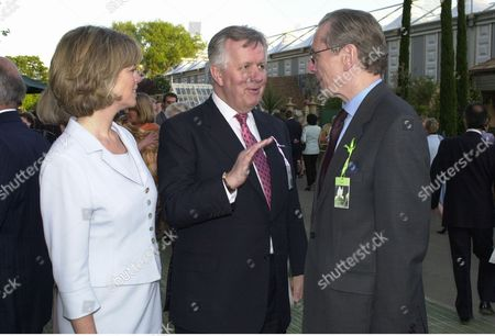 Stock Image of Visitors To The Evening Standard Garden At The 2001 Chelsea Flower Show Emma And Steven Norris With Sir Norman Fowler.(now Rt Hon Baron Fowler Of Sutton Coldfield 04.07.2001) Picture By: Nigel Howard