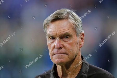 Cleveland Browns Senior Offensive Assistant coach Al Saunders watches during an NFL football game against the Detroit Lions in Detroit