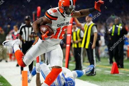 Kenny Britt, Glover Quin. Cleveland Browns wide receiver Kenny Britt (18) outruns Detroit Lions free safety Glover Quin (27) as he enters the end zone for a touchdown during the first half of an NFL football game, in Detroit