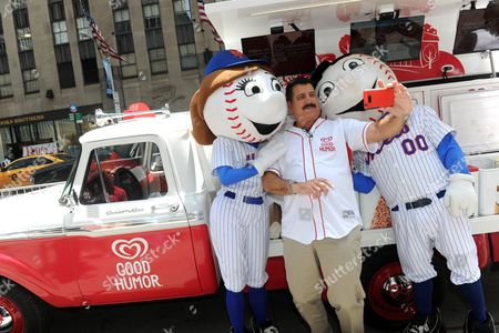 Baseball great Keith Hernandez takes a selfie with Mr. & Mrs. Met to celebrate the launch of the Good Humor Welcome to Joyhood campaign, in New York. Follow GoodHumor on Twitter as the Joy Squad travels to other cities this summer