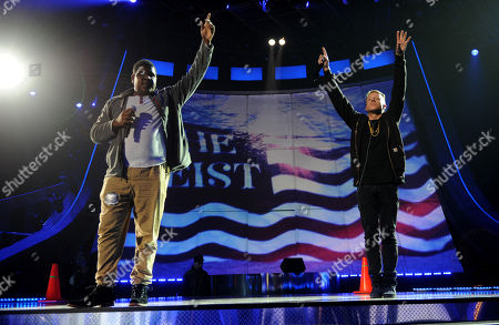 Macklemore, right, and Ray Dalton rehearse for the MTV Movie Awards at Sony Pictures Studios, in Culver City, Calif
