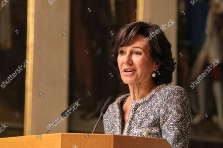 Ana Botin, Group Executive Chairman of Banco Santander present the award 'European Banker of the Year 2016' in the Emperor Hall (Kaisersaal) of the Frankfurt Roemer in Frankfurt Main, Germany, 13 November 2017. Ralph Hamers, CEO & Chairman Executive Board, ING Group, has worked for the company since 1991, and has headed the financial enterprise since 2013. As part of reasons for awarding the title, the awarding jury said ?under Hamers? leadership, ING has invested heavily in online banking and is considerably ahead of the curve when it comes to banking digitisation. The jury also said the bank impresses with its visionary applications and always stays up to date with the latest technological trends. In contrast to the general trend in the industry, ING?s German subsidiary once again achieved a record result for the 2016 financial year. Earnings after tax rose by 14 per cent to 859 million Euros.