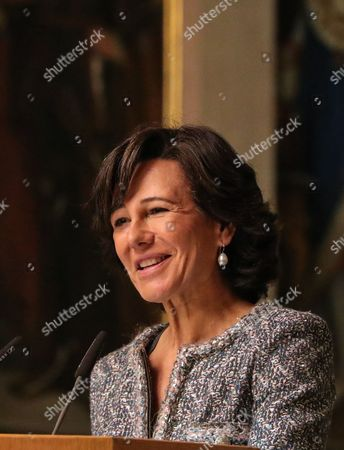 Ana Botin, Group Executive Chairman of Banco Santander present the award 'European Banker of the Year 2016'  during ceremony at Imperial Hall of the Frankfurt Roemer in Frankfurt Main, Germany, 13 November 2017. Ralph Hamers, CEO & Chairman Executive Board, ING Group, has worked for the company since 1991, and has headed the financial enterprise since 2013. As part of reasons for awarding the title, the awarding jury said ?under Hamers? leadership, ING has invested heavily in online banking and is considerably ahead of the curve when it comes to banking digitisation. The jury also said the bank impresses with its visionary applications and always stays up to date with the latest technological trends. In contrast to the general trend in the industry, ING?s German subsidiary once again achieved a record result for the 2016 financial year. Earnings after tax rose by 14 per cent to 859 million Euros.