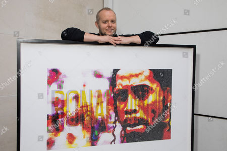 Lincoln Townley with his portrait of Ronaldinho