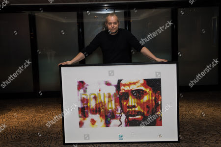 Lincoln Townley with his portrait of Ronaldinho  Artist Lincoln Townley has created a stunning portrait of Ronaldinho for auctioning at the inaugural Football for Peace Ball at 6:30pm on Friday 17th November 2017 at the Guildhall in London.