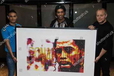 Kashif Siddiqiin, Ronaldinho, Lincoln Townley.  Artist Lincoln Townley has created a stunning portrait of Ronaldinho for auctioning at the inaugural Football for Peace Ball at 6:30pm on Friday 17th November 2017 at the Guildhall in London.