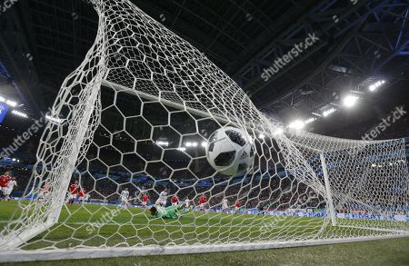 Russia's goalkeeper Andrey Lunyov concedes a goal during international friendly soccer match between Russia and Spain in St. Petersburg, Russia, 14 November 2017.