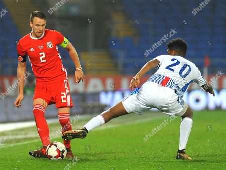 Ricardo Avila of Panama tackles Chris Gunter of Wales- Mandatory by-line: Nizaam Jones/JMP