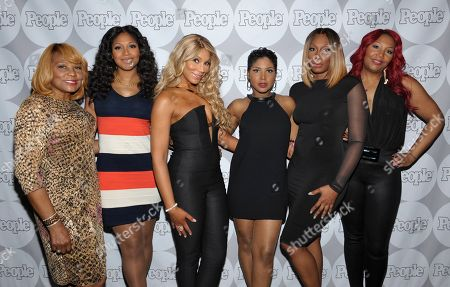 From left, Evelyn Braxton, Trina Braxton, Tamar Braxton, Toni Braxton, Towanda Braxton and Traci Braxton arrive at the PEOPLE Pre-Grammy Party on at The Sayers Club in Los Angeles