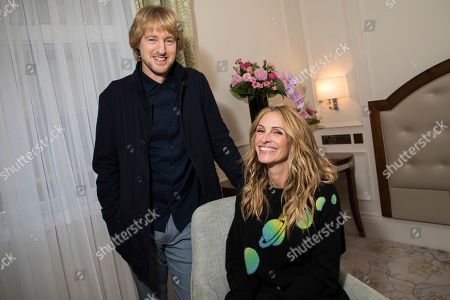 """Stock Photo of Owen Wilson, Julia Roberts. On, actors Owen Wilson, left and Julia Roberts pose for a portrait photograph while promoting the film """"Wonder"""" in London. """"Wonder"""" could have been designed as an antidote to the headlines. It's a thoroughly positive movie about the importance of kindness. Based on R.J. Palacio's best-selling kids' novel, the movie follows Auggie Pullman, a boy with a craniofacial deformity, as he takes his first anxious steps into an intimidating world"""