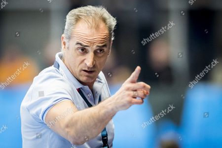Ademar's head coach Rafael Guijosa Castillo reacts during the EHF Champions League handball match between Kadetten Schaffhausen and Abanca Ademar Leon at the BBC Arena in Schaffhausen, Switzerland, 16 November 2017.