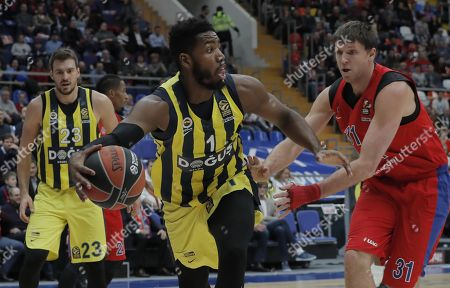 Victor Khryapa (R) of CSKA Moscow in action against Marko Guduric (L) and Jason Thompson (C) of Fenerbahce Dogus during the Euroleague basketball match between CSKA Moscow and Fenerbahce Dogus in Moscow, Russia, 17 November 2017.