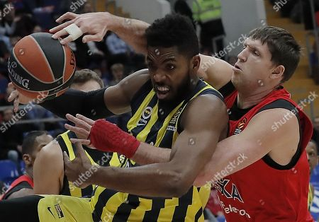 Victor Khryapa (R) of CSKA Moscow in action against Jason Thompson (C) of Fenerbahce Dogus during the Euroleague basketball match between CSKA Moscow and Fenerbahce Dogus in Moscow, Russia, 17 November 2017.