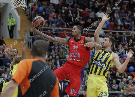 Will Clyburn (C) of CSKA Moscow in action against Marko Guduric (R) and James Nunnally (L) of Fenerbahce Dogus during the Euroleague basketball match between CSKA Moscow and Fenerbahce Dogus in Moscow, Russia, 17 November 2017.