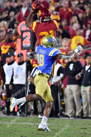 Los Angeles, CA.USC Trojans wide receiver Tyler Vaughns #21 catches the pass in front of UCLA Bruins defensive back Octavius Spencer #18 in action during the fourth quarter of the NCAA Football game between the USC Trojans and the UCLA Bruins at the Coliseum in Los Angeles, California..The USC Trojans defeat the UCLA Bruins 28-23.Mandatory Photo Credit : Louis Lopez/CSM