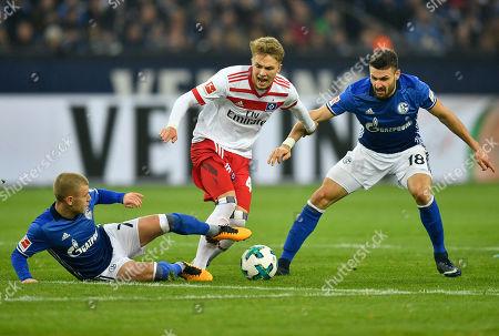 Schalke's Max Meyer, Hamburg's Jann-Fiete Arp, and Schalke's Daniel Caligiuri, from left, challenge for the ball during the German Bundesliga soccer match between FC Schalke 04 and Hamburger SV in Gelsenkirchen, Germany