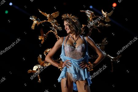 Dutch model Sanne Vloet presents a creation during the Victoria's Secret fashion show at the Mercedes-Benz Arena in Shanghai, China on