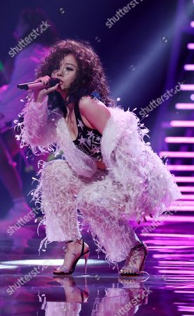 Zhang Liangying on performing