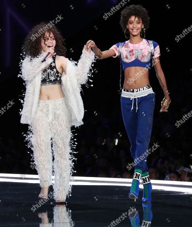 Zhang Liangying and model on the catwalk