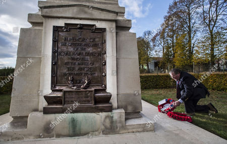 Vyvyan Harmsworth Lays A Wreath On Behalf Of The Rothermere Family At The Royal Naval Div. Memorial At Beaucourt France. Officer Vere Harmsworth Son Of Lord Rothermere Died In The Battle Of Ancre. The Last British Attack On The German Lines In The Battle Of The Somme In Nov. 1916.