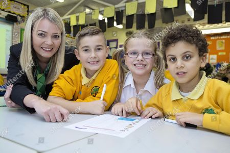 Financial Education Lesson. Leah Ashby-lincoln Bank Staff At The Yorkshire Building Society Teaching Finance At Bursted Wood Primary School Bexleyheath With Pupils ( Left To Right) Charlie Lazell Emily Biggs And Ahmend Rashid All Aged 8.