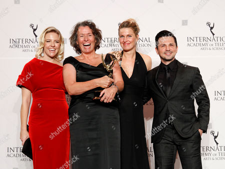 """Heléne Yorke, Beatrice Kramm, Lucia Haslauer, Freddy Rodriguez. Heléne Yorke, from left, German producer Beatrice Kramm, commissioning editor Lucia Haslauer, and Freddy Rodriguez pose in the pressroom with the award for best short-form series for """"The Braun Series"""" at the 2017 International Emmys at the New York Hilton, in New York"""