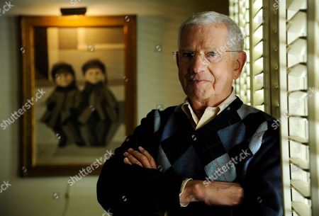 Actor, artist and singer Robert Clary poses for a portrait at his home, in Beverly Hills, Calif