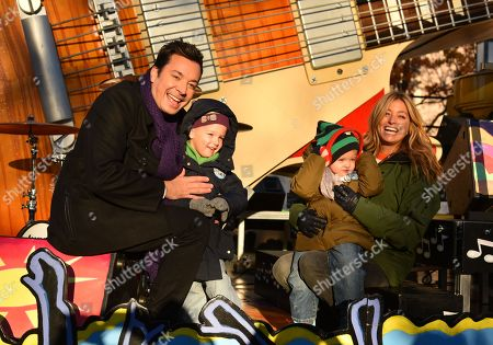 Jimmy Fallon, Nancy Juvonen and daughters Winnie and Frances