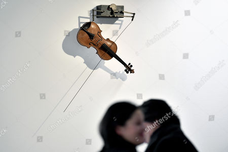 A sculpture entitled 'Peters Geige' ('Peter's violin) by German artist Rebecca Horn is on display at the Lehmbruck Museum in Duisburg, Germany, 23 November 2017. The exhibition 'Hauchkoerper als Lebenszyklus' (lit. 'Breath body as life cycle') presents the artist's new, large-scale sculptures and runs from 24 November 2017 to 2 April 2018.