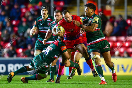 Jono Lance of Worcester Warriors is tackled by Nick Malouf  and Valentino Mapapalangi of Leicester Tigers