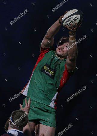 Samuel Holmes of Plymouth Albion grabs the line out during the National Division 1 match between Coventry v Plymouth Albion at the Butts Park Arena, on November 25th 2017, Coventry, West Midlands, UK.