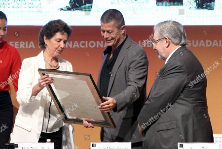 French writer Emmanuel Carrere (C) receives the FIL Award of Romance Languages from Mexican Culture Secretary Maria Cristina Garcia (L) and President of the Supreme Court of Justice Luis Maria Aguilar during the opening of the International Book Fair (FIL) of Guadalajara, Jalisco, Mexico, 25 November 2017. The 31st edition of the FIL has Madrid as guest of honor.