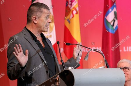 French writer Emmanuel Carrere (C) receives the FIL Award of Romance Languages during the opening of the International Book Fair (FIL) of Guadalajara, Jalisco, Mexico, 25 November 2017. The 31st edition of the FIL has Madrid as guest of honor.