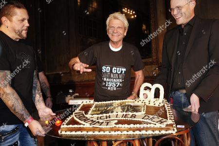 Matthias Reim and his birthday cake