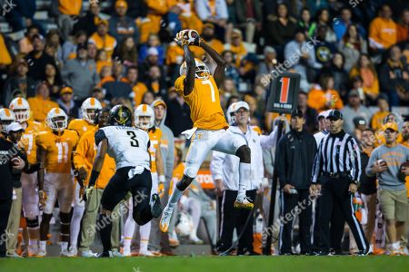 wide receiver Brandon Johnson #7 of the Tennessee Volunteers catches a pass during the NCAA Football game between the University of Tennessee Volunteers and the Vanderbilt University Commodores at Neyland Stadium in Knoxville, TN Tim Gangloff/CSM