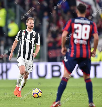 Juventus' Benedikt Howedes in action during the Italian Serie A soccer match Juventus FC vs Crotone FC at Allianz Stadium in Turin, Italy, 26 November 2017.