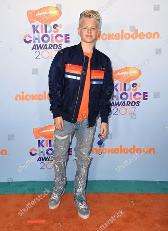 Carson Lueders arrives at the Kids' Choice Awards at the Galen Center, in Los Angeles