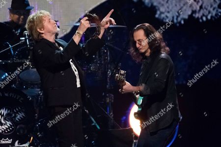 Inductee Jon Anderson from the band Yes, left, and Geddy Lee from the band Rush perform at the 2017 Rock and Roll Hall of Fame induction ceremony at the Barclays Center, in New York