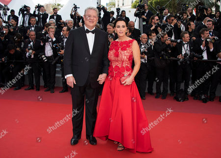 Al Gore, left, and Elizabeth Keadle pose for photographers upon arrival at the screening of the film The Killing Of A Sacred Deer at the 70th international film festival, Cannes, southern France