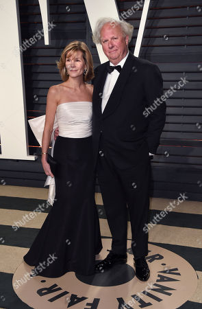 Anna Scott Carter, left, and Graydon Carter arrives at the Vanity Fair Oscar Party, in Beverly Hills, Calif