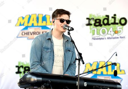 Kevin Garrett performs in concert during night two of the Radio 104.5 10th Birthday Show at BB&T Pavilion, in Camden, N.J