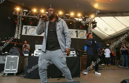 De La Soul's Kelvin Mercer, left, and David Jude Jolicoeur perform at Rachel Ray's Feedback Party at Stubb's during the South by Southwest Music Festival, in Austin, Texas